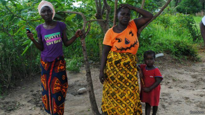 "Ebola : ""70 000 enfants invisibles"""