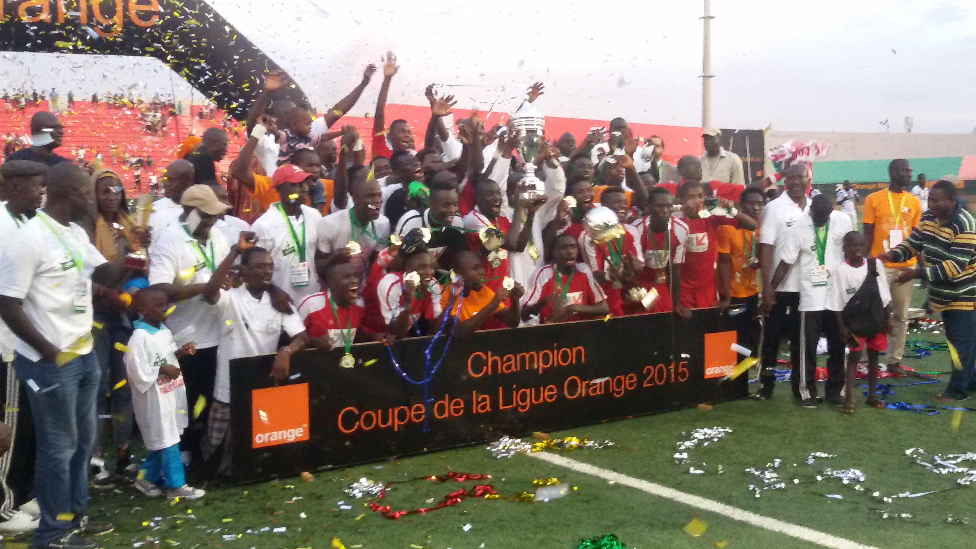 Finale Coupe de la Ligue : L'AS Douanes s'impose au métier (3-1) et réalise le doublé