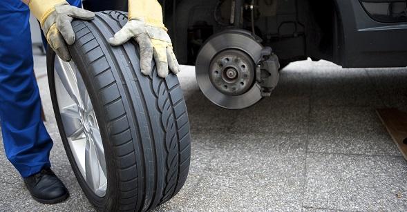 Conseils pratiques: Comment changer une roue crevée
