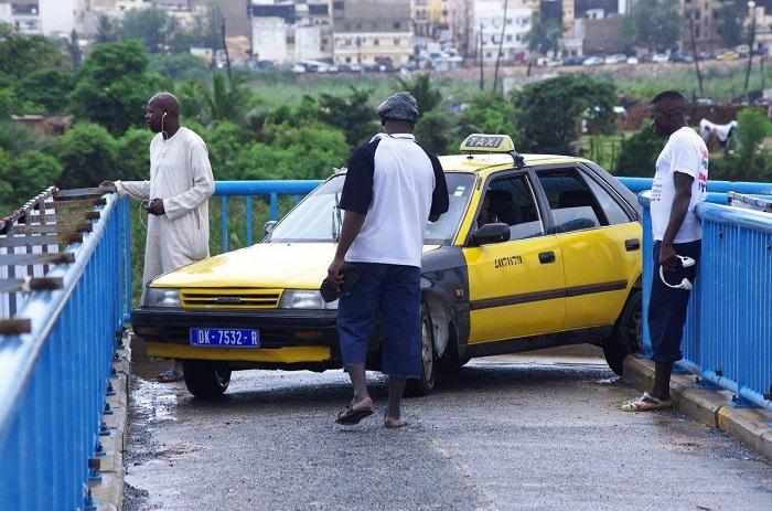 Indiscipline sur les routes : Le bâton s'abat sur le taximan fautif.