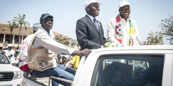 José Mario Vaz et Domingos Simoes Pereira en mars 2014 après que le dépôt de candidature à la présidentielle de Jomav. © Sylvain Cherkaoui pour J.A.
