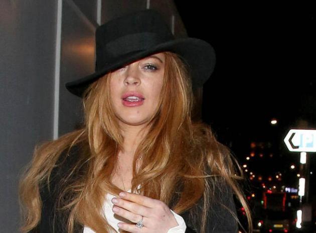 Lindsay Lohan se comporte très mal à un mariage puis déclare qu'on l'a droguée