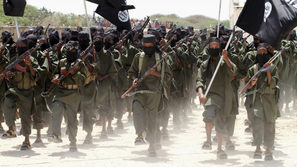 Un défilé des militants islamistes shebabs, à Afgoye, à l'ouest de la capitale somalienne, le 17 février 2011. KENYA-SECURITY/SOMALIA REUTERS/Feisal Omar/Files