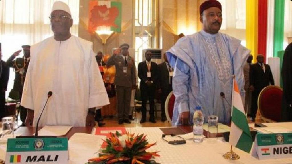 Le président malien IBK (g) et le président du Niger Mahmadou Issoufou, le 2 septembre à Niamey.2015. DR