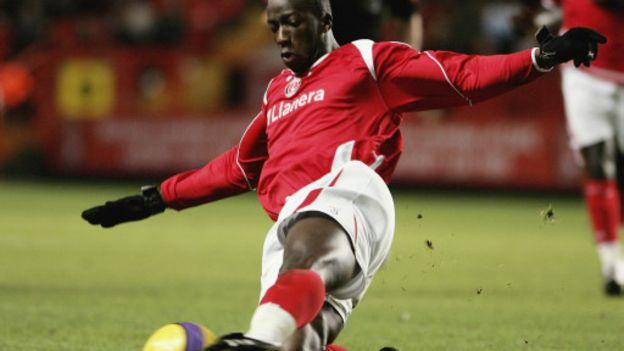 Après l'annonce de sa retraite, Souleymane Diawara dément l'information.