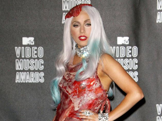 Lady Gaga : et maintenant, sa robe en viande exposée dans un musée !