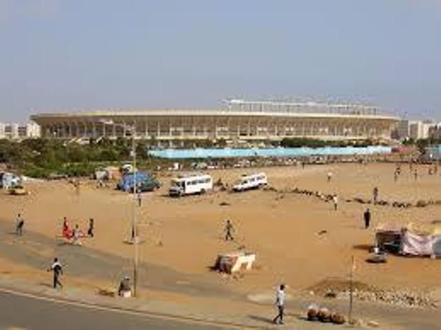 Les moniteurs d'auto-écoles disent niet au morcellement du parking du  stade Léopold Sedar Senghor