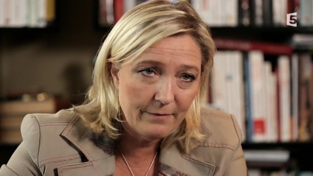 MARINE LE PEN SUGGÈRE À ANNE HIDALGO DE PORTER LE VOILE