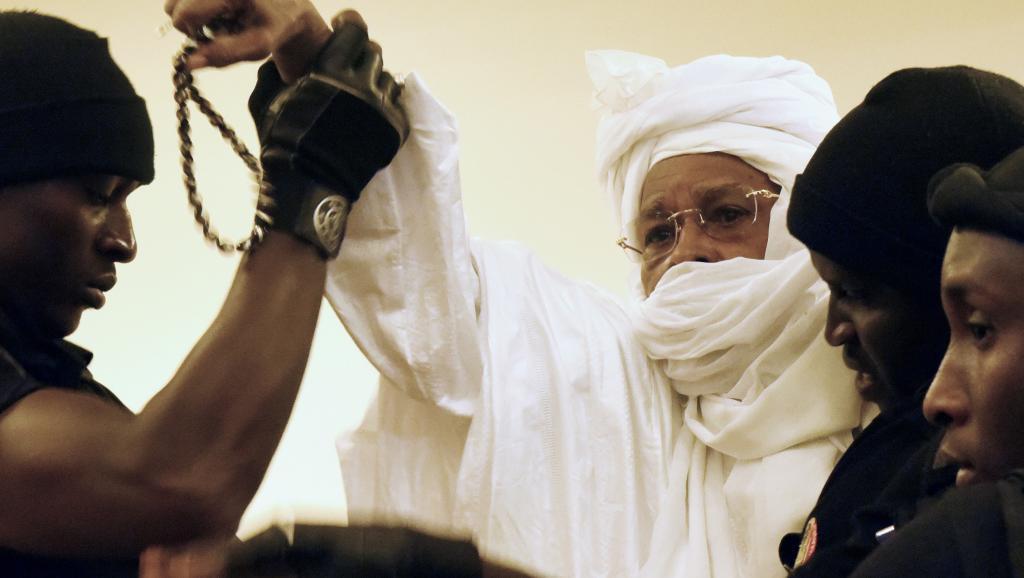 Direct procès : arrêté, un pro-Habré face aux juges des CAE