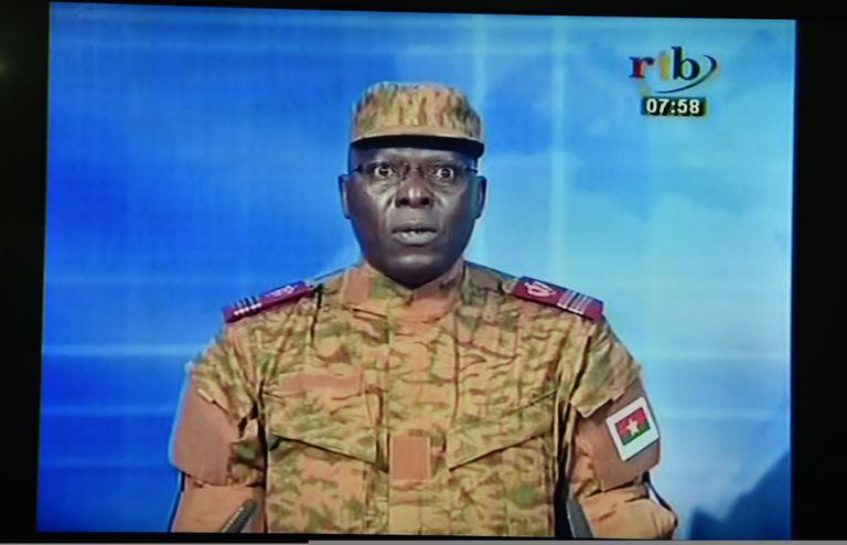 Au Burkina Faso, les putschistes annoncent la destitution du président