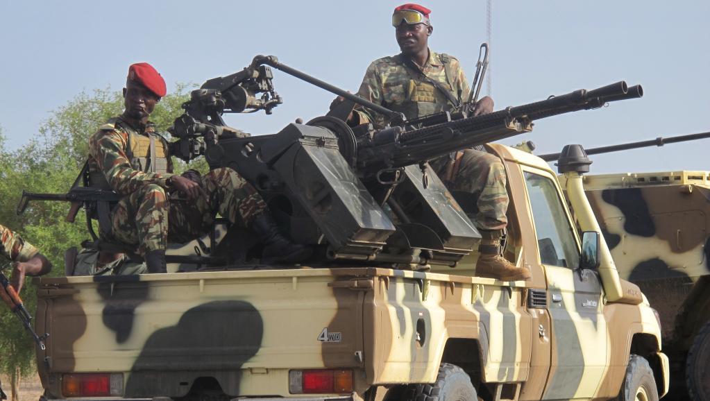 Un convoi de soldats camerounais à Dabanga, dans le nord du Cameroun, en juin 2014. AFP PHOTO / REINNIER KAZE