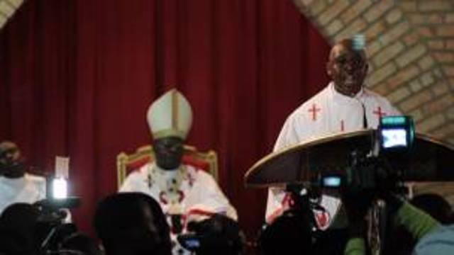 Les fidèles de la basilique de Lubumbashi ont été bloqués dans la paroisse par des soldats.