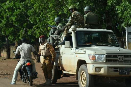 Burkina: le Premier ministre libéré, les putschistes veulent le retrait de l'armée