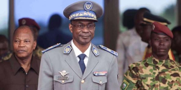 Le général Gilbert Diendéré à l'aéroport de Ouagadougou, le 18 septembre 2015. © Theo Renaut / AP / SIPA