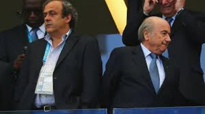 FIFA : Sepp Blatter et Michel Platini sont suspendus provisoirement 90 jours (commission d'éthique)