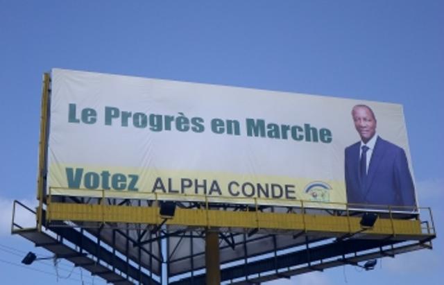 Présidentielle guinéenne: Dans les rues de Conakry, Condé est en tête des suffrages...à l'affichage