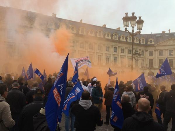 Manifestation de policiers à Paris: le président François Hollande recevra les syndicats de police et de justice la «semaine prochaine»