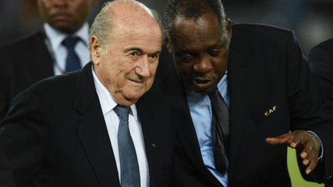 Président par intérim, Hayatou prend fonction à la FIFA