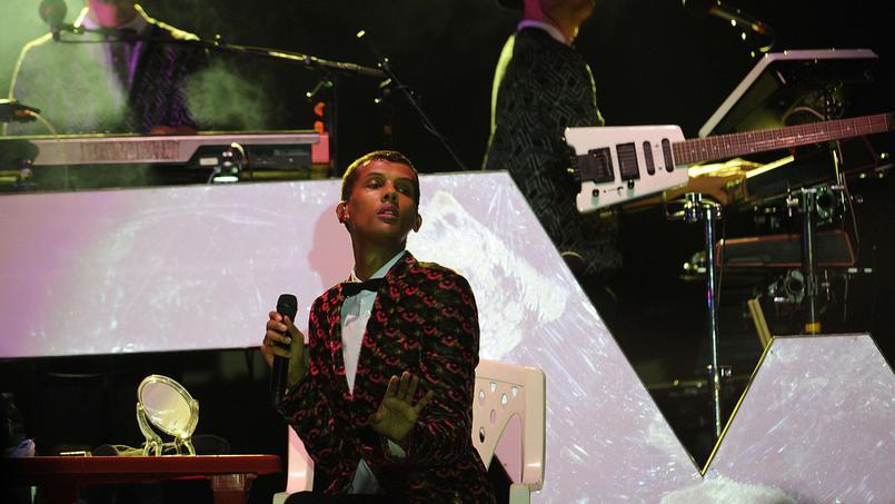 Stromae rend un vibrant hommage à son père en plein concert.