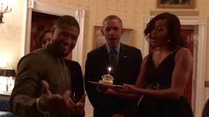 """Les Obama chantent """"Joyeux anniversaire"""" à Usher"""