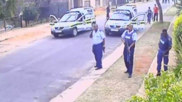 """Afrique du sud : policiers filmés """"tuant un suspect"""""""