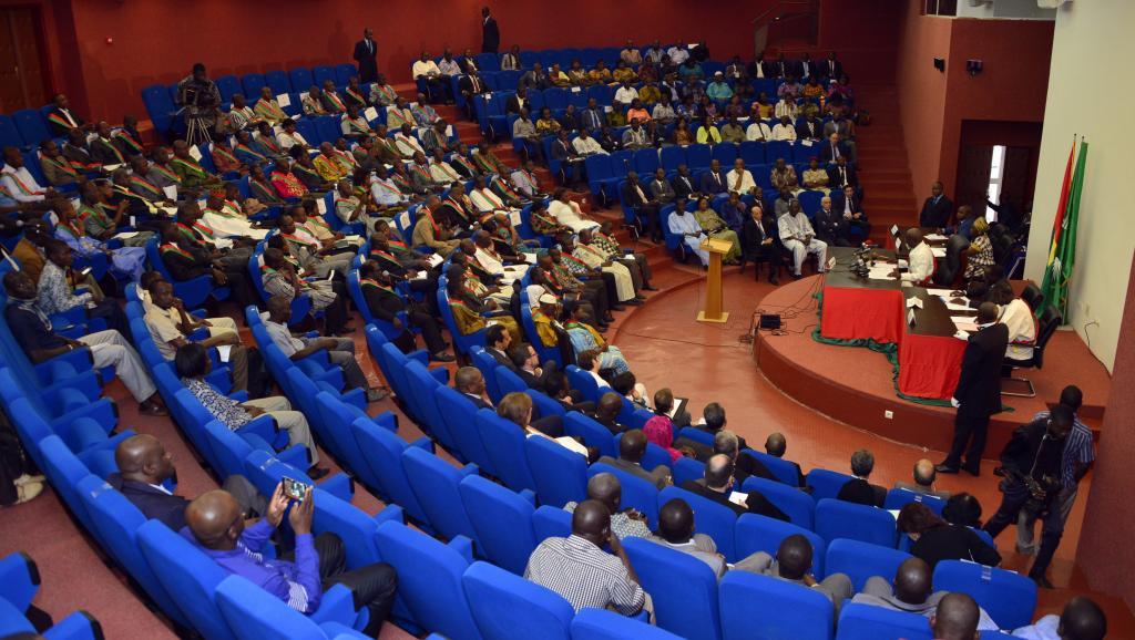Le Conseil national de transition, l'Assemblée intérimaire du Burkina Faso, le 22 décembre 2014, lors de sa première session.. FP PHOTO / YEMPABOU AHMED OUOBA