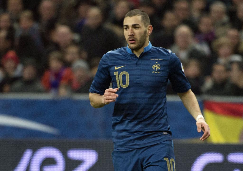 "Karim Benzema mis en examen: son entourage perçu comme "" un ensemble assez insupportable."
