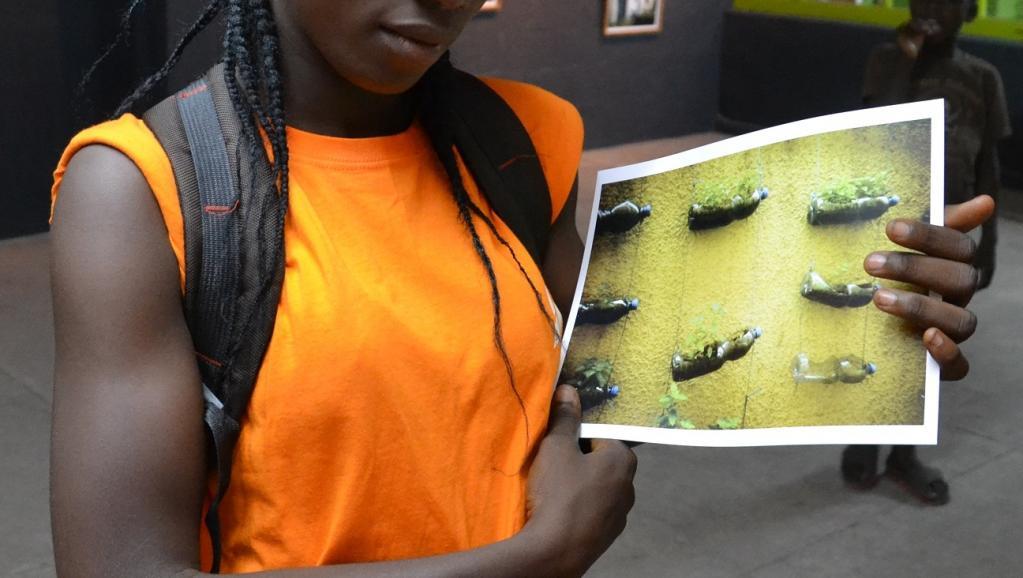 RDC: des enfants de la rue exposent leurs photos