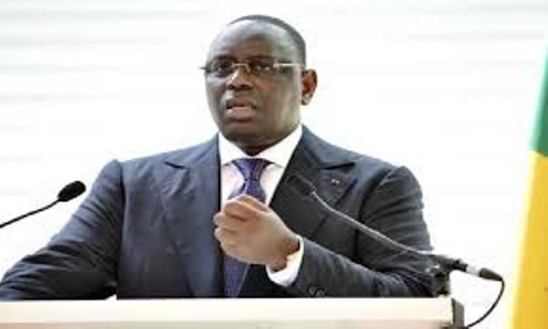 Attaques à Paris: le président Sall marque son indignation