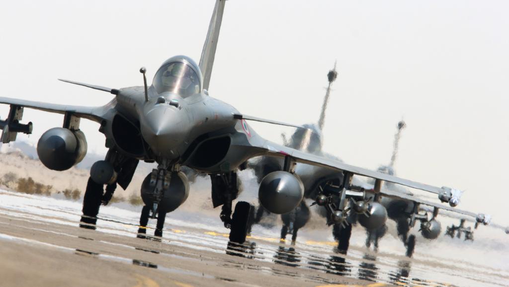 La France riposte et bombarde le fief du groupe EI en Syrie