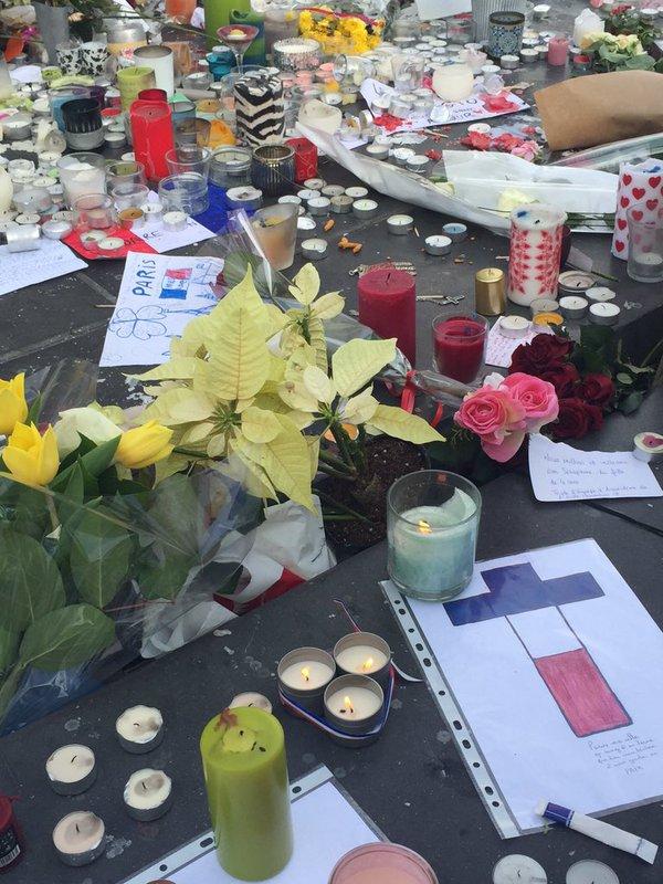 Attentats de Paris: la France s'est figée à midi pour une minute de silence en hommage aux victimes