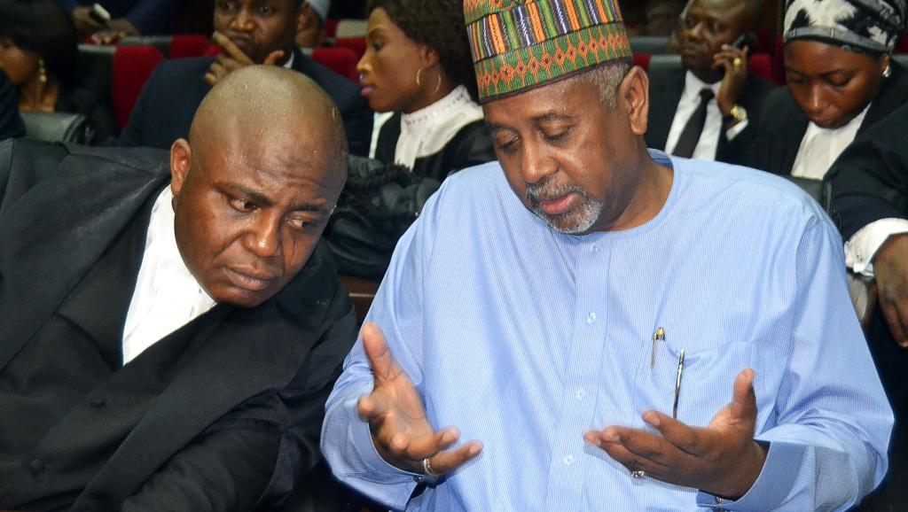 Scandale des ventes d'armes au Nigeria: le colonel Dasuki se défend