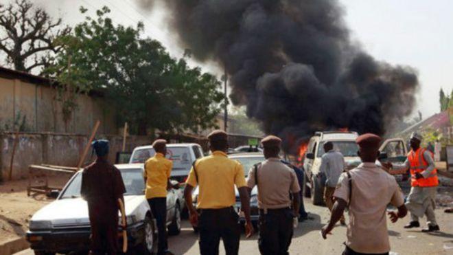 Quatre femmes kamikazes font 9 morts