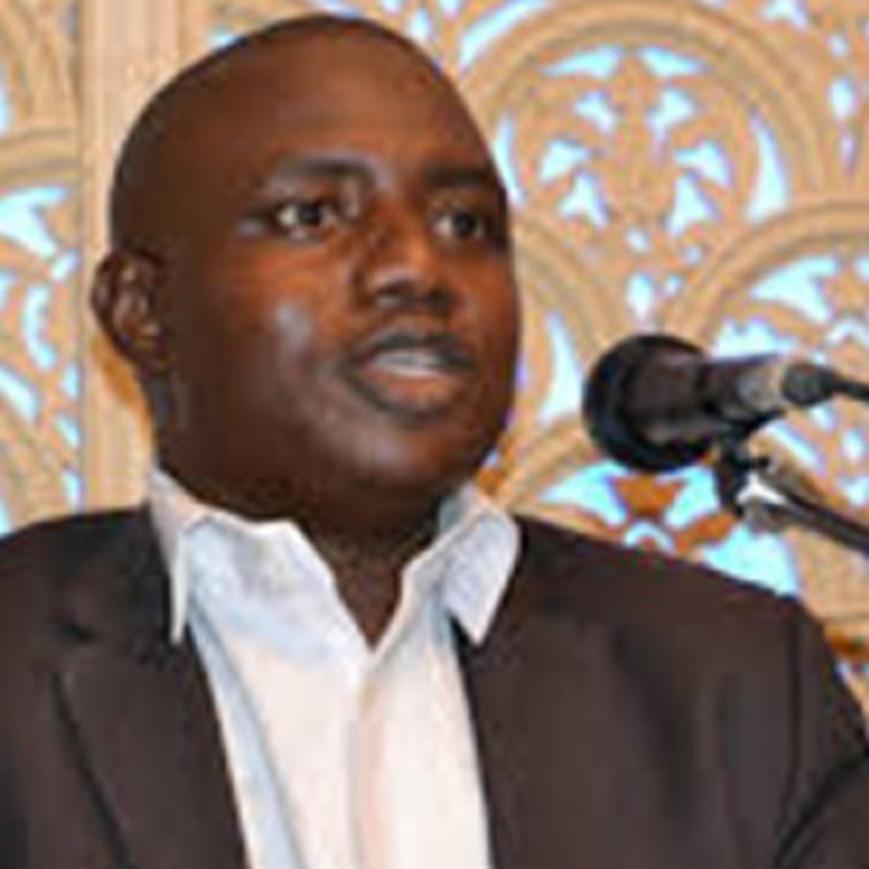 « Le débat sur la Burqa est aussi dérisoire que la question de la mini jupe »… Yoro Dia Journaliste-Politologue