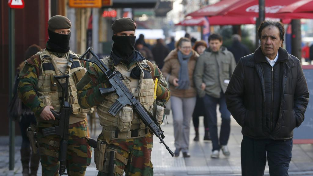 Belgique: nouvelle inculpation, alerte maximale maintenue à Bruxelles