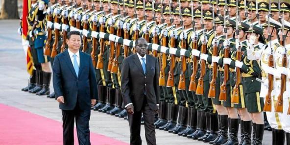Robert Mugabe et le président chinois Xi Jinping en janvier 2014 à Beijing, en Chine. © AP
