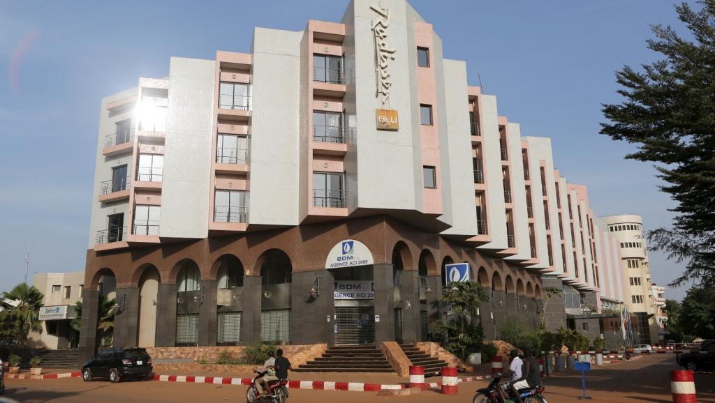 Mali: l'opposition pointe les autorités après l'attaque du Radisson