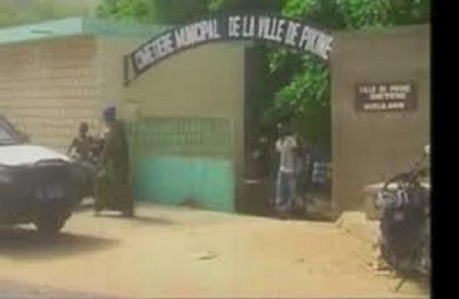 Dernière minute: 2 corps exhumés au cimetière de Pikine, la police est sur place (mis à jour)