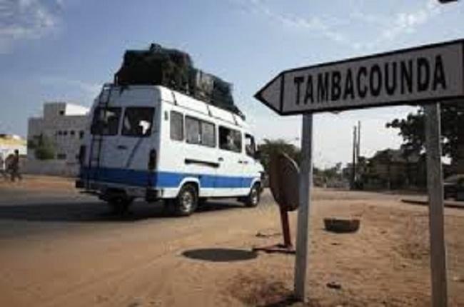 ça chauffe à Missirah - Tambacounda: Assis sur la route, des manifestants bloquent le passage