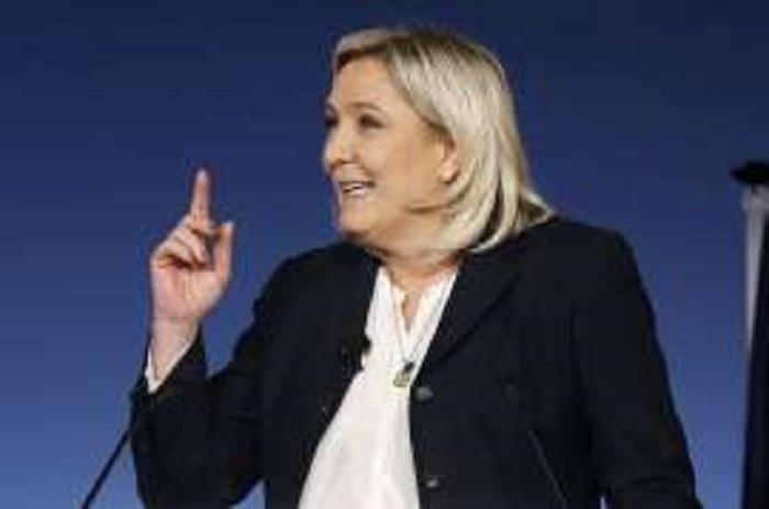 """Marine Le Pen: """"Je vais pourrir la vie du gouvernement"""""""