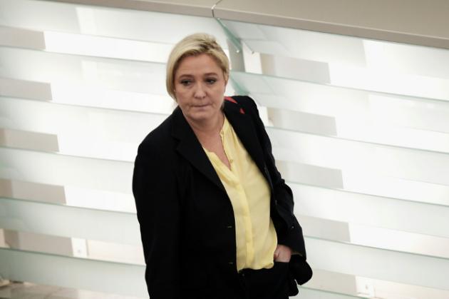 Exactions de l'EI: Marine Le Pen retire de son compte Twitter la photo du corps décapité de James Foley
