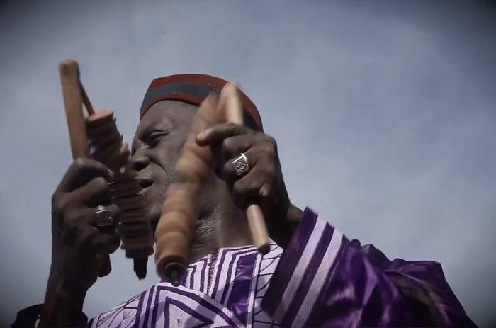 Lama Sidibé : le chanteur de l'intégration africaine