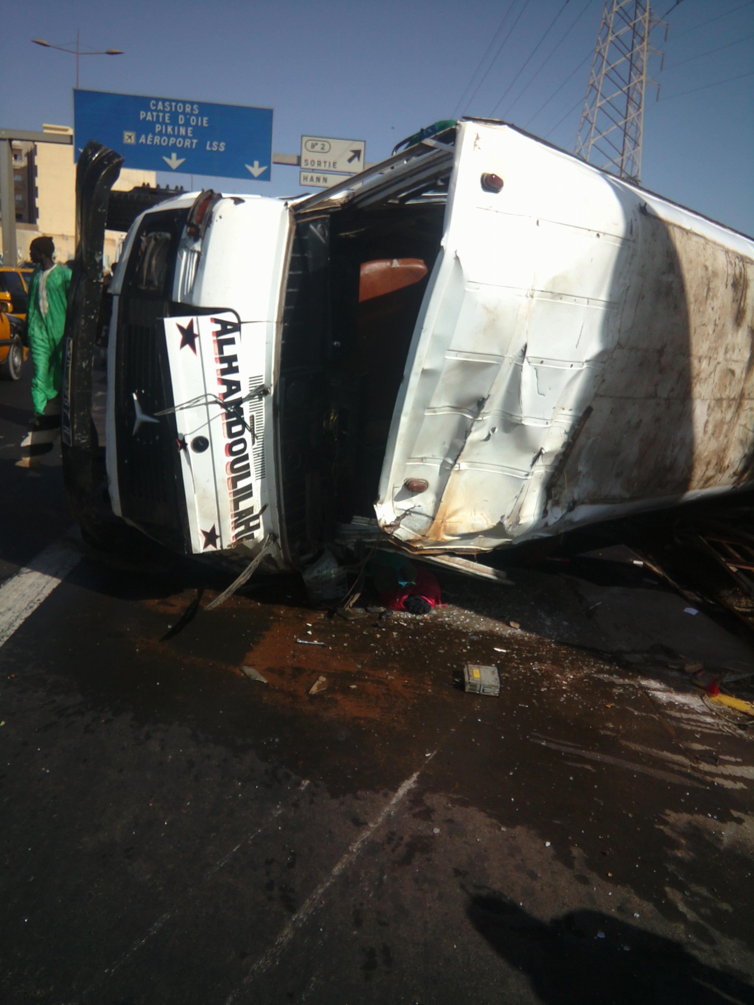 Tonneaux sur l'Autoroute: un chauffeur de «Ndiaga Ndiaye» et ses apprentis blessés