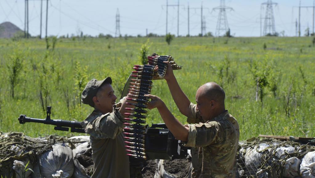 Des membres de forces armées ukrainiennes à Horlivka, au nord de Donetsk, le 6 juin 2015. Reuters/Oleksandr Klymenko