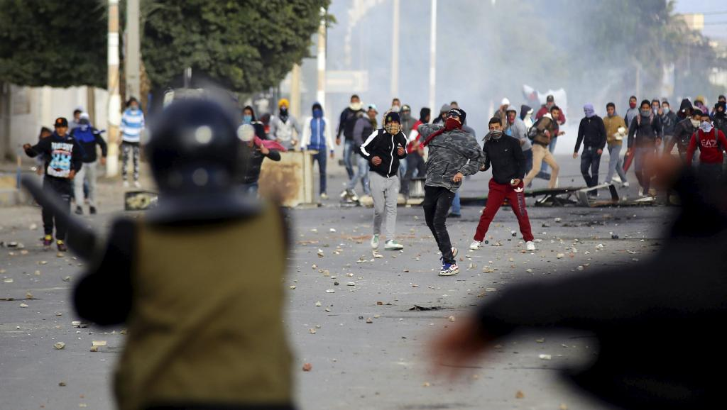 La manifestation à Kasserine, dans le centre-ouest de la Tunisie, a dégénéré en affrontements avec la police, mercredi 20 janvier 2016. © REUTERS/Amine Ben Aziza