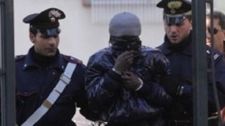 Un dealer sénégalais tombe avec 115 boulettes de cocaïne et 78 d'héroïne en Italie