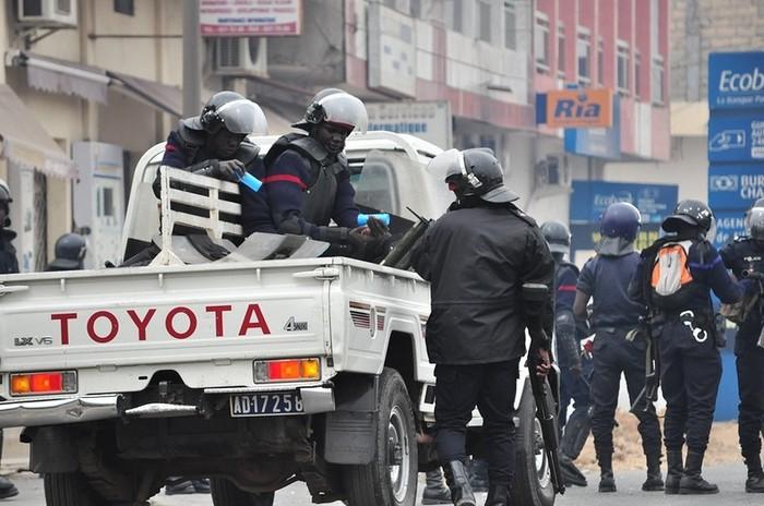 Manifestation contre l'homosexualité: un policier gifle son collègue