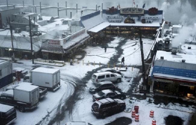 Etats-Unis : une tempête de neige meurtrière paralyse l'est du pays