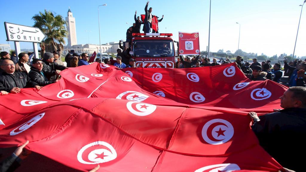Tunisie manifestation des policiers pour les salaires - Revalorisation grille indiciaire gendarmerie ...