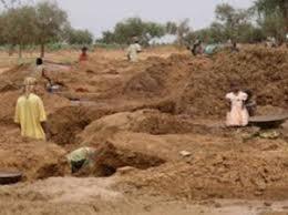 Kédougou: les habitants de Sabodala brûlent un bus, un bulldozer et un pick up de Sgo